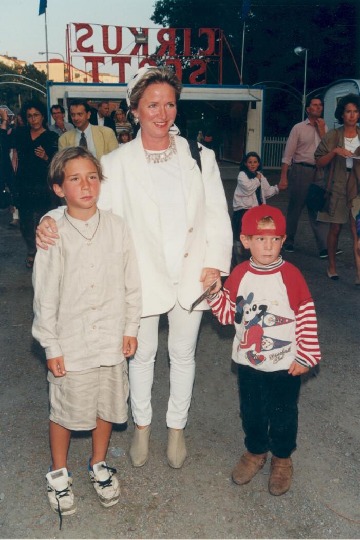 Malou von Sivers med sönerna 1995.