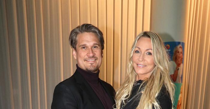 Skådespelaren Bengt Dalqvist från Skilda världar med hustrun Nette på vimmel.