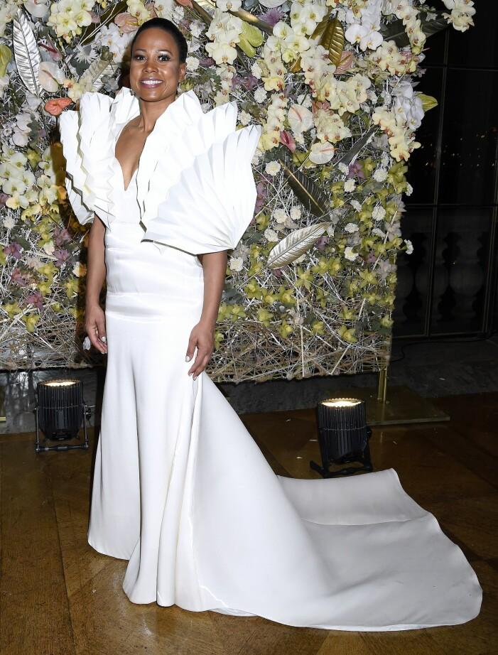 Alice Bah Kuhnke i vit klänning av Bea Szenfeld på Nobelfesten 2017.