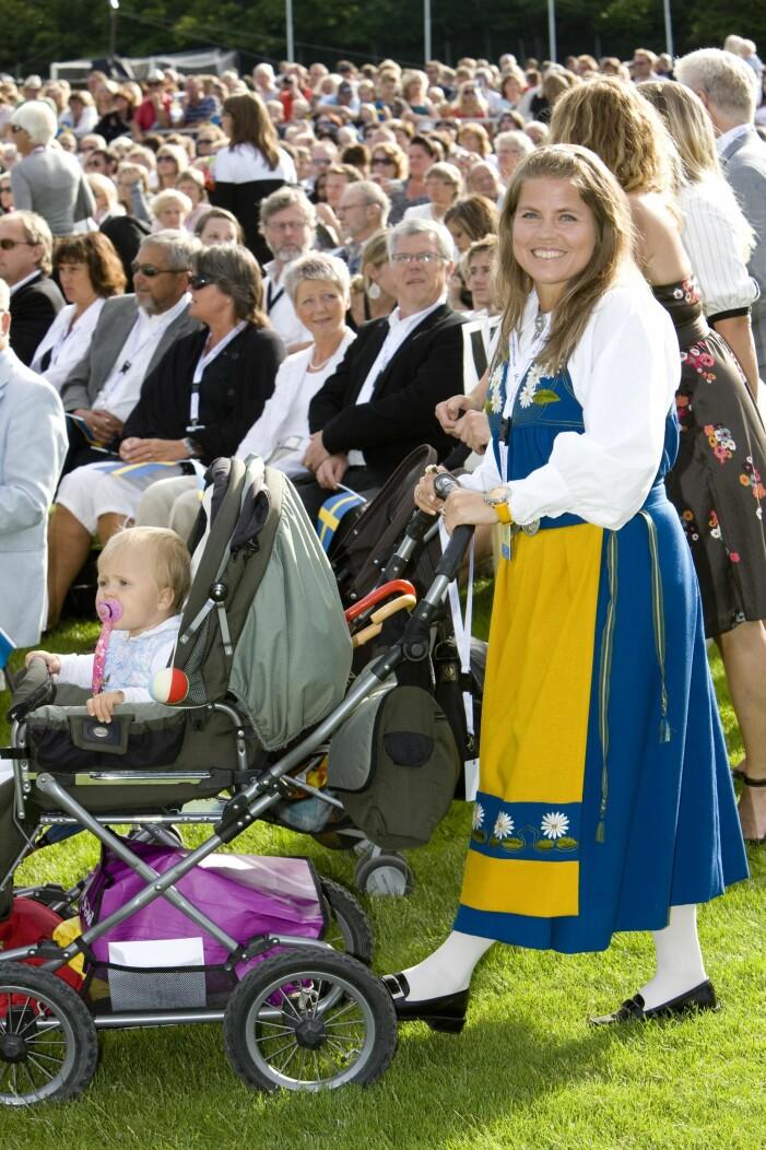 Pernilla Wiberg med barn Kronprinsessans födelsedag.
