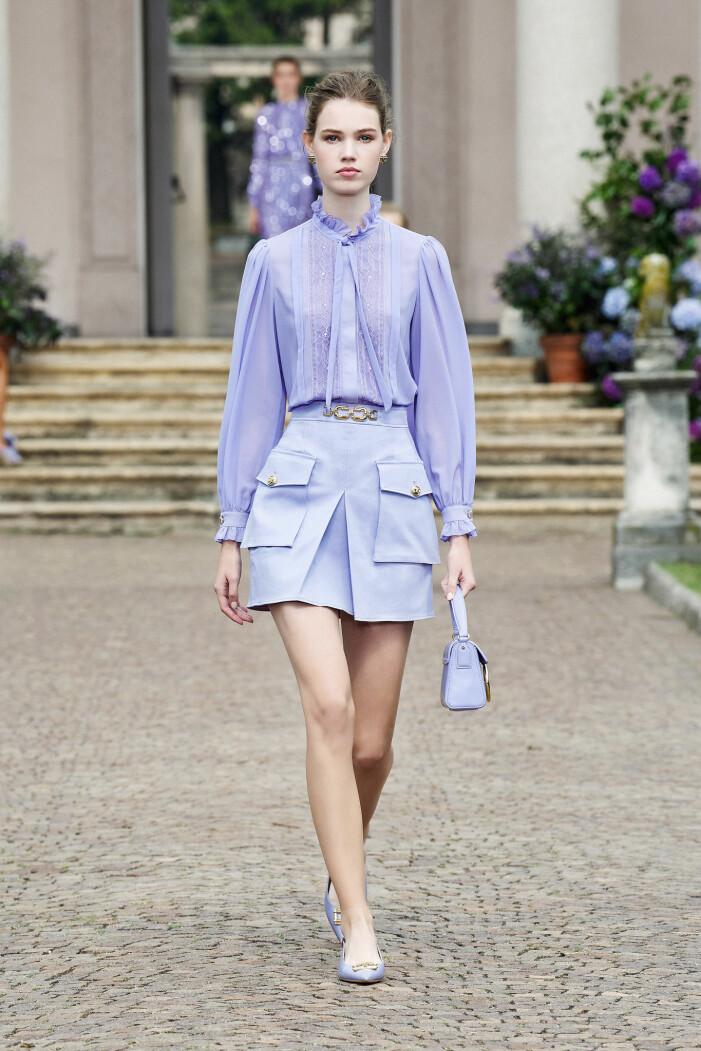 Lila blus med voluminösa ärmar från Elisabetta Franchi