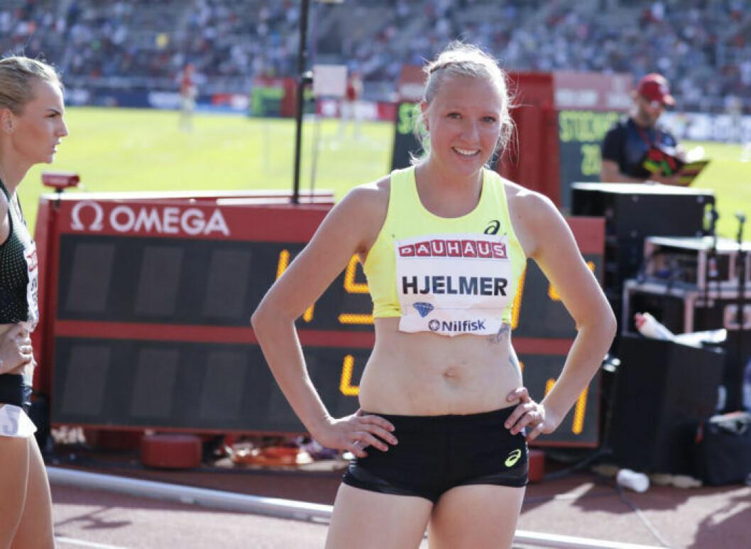 Moa Hjelmer hade komplex för sina ärr efter förlossningarna.