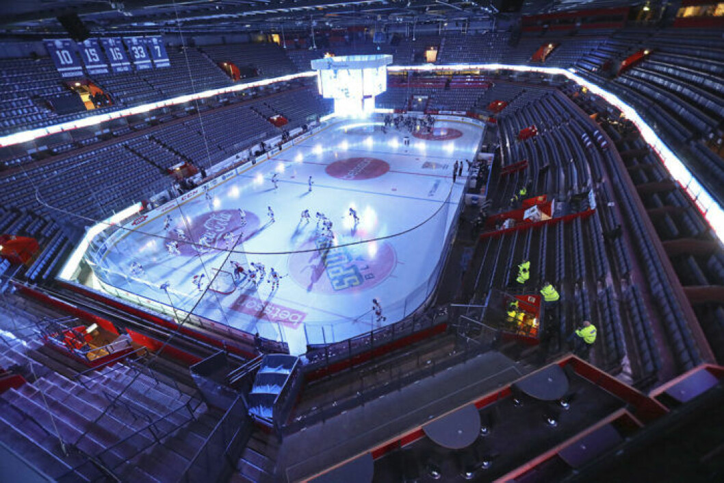 Saab arena tom på publik
