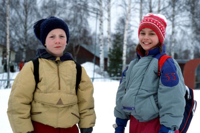 Sune och Sofie i snön.