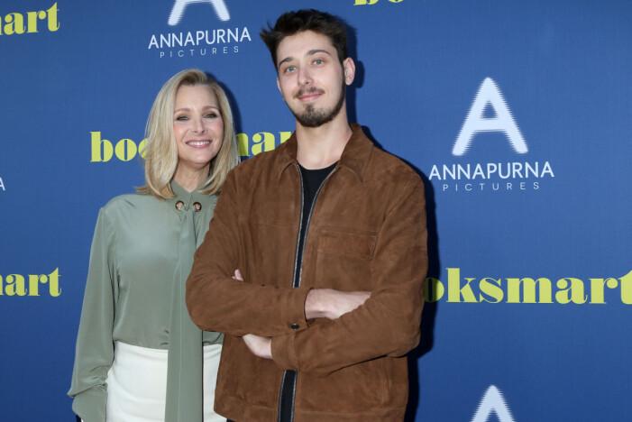 Lisa Kudrow med sonen Julian på röda mattan.