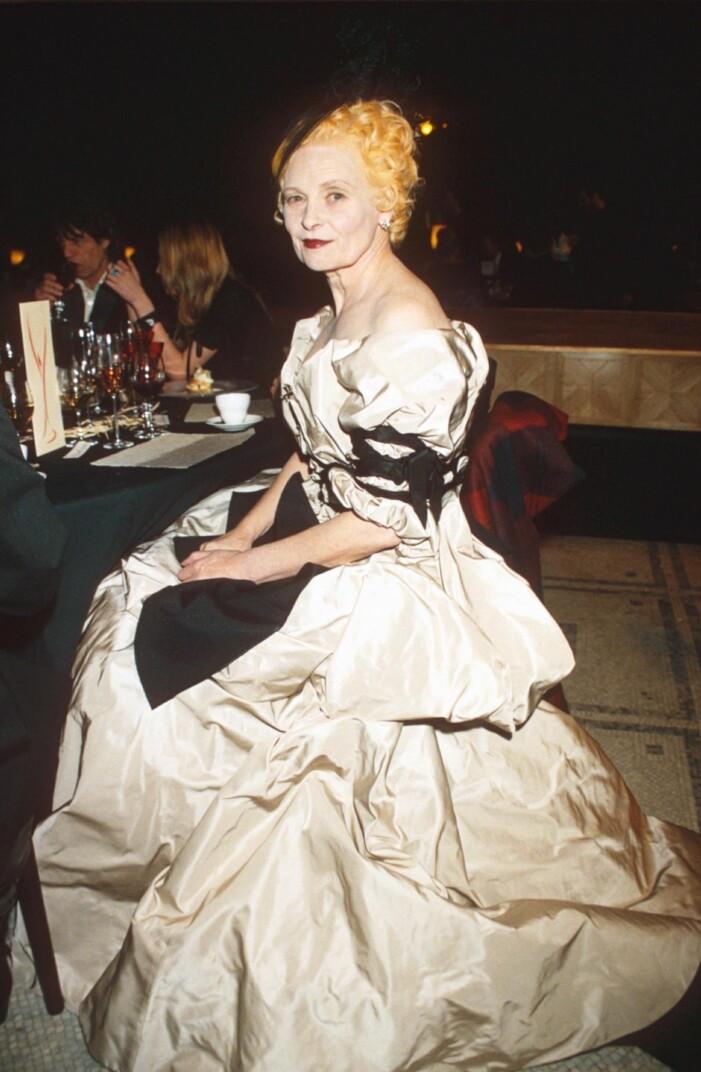 Vivienne Westwood i snygg champagneklänning