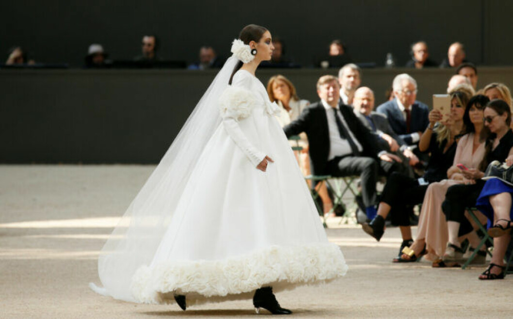 Karl Lagerfelds bröllopsklänning frö Chanel.