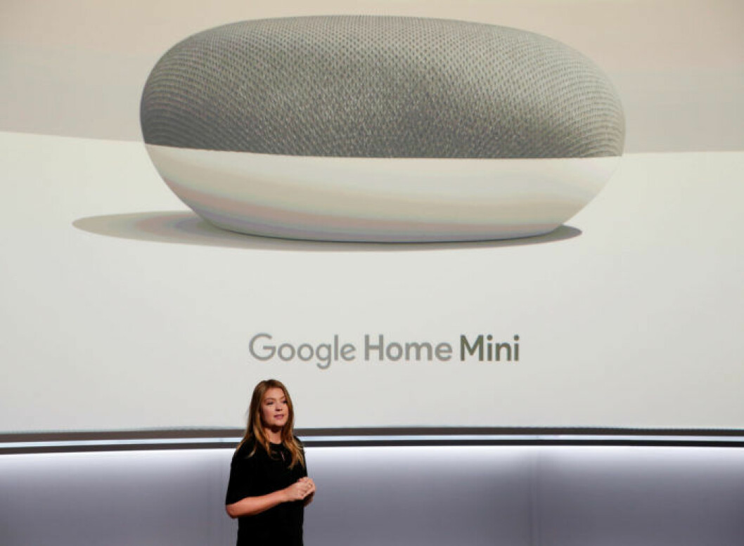 Googles designchef Isabelle Olsson presenterar Google Mini