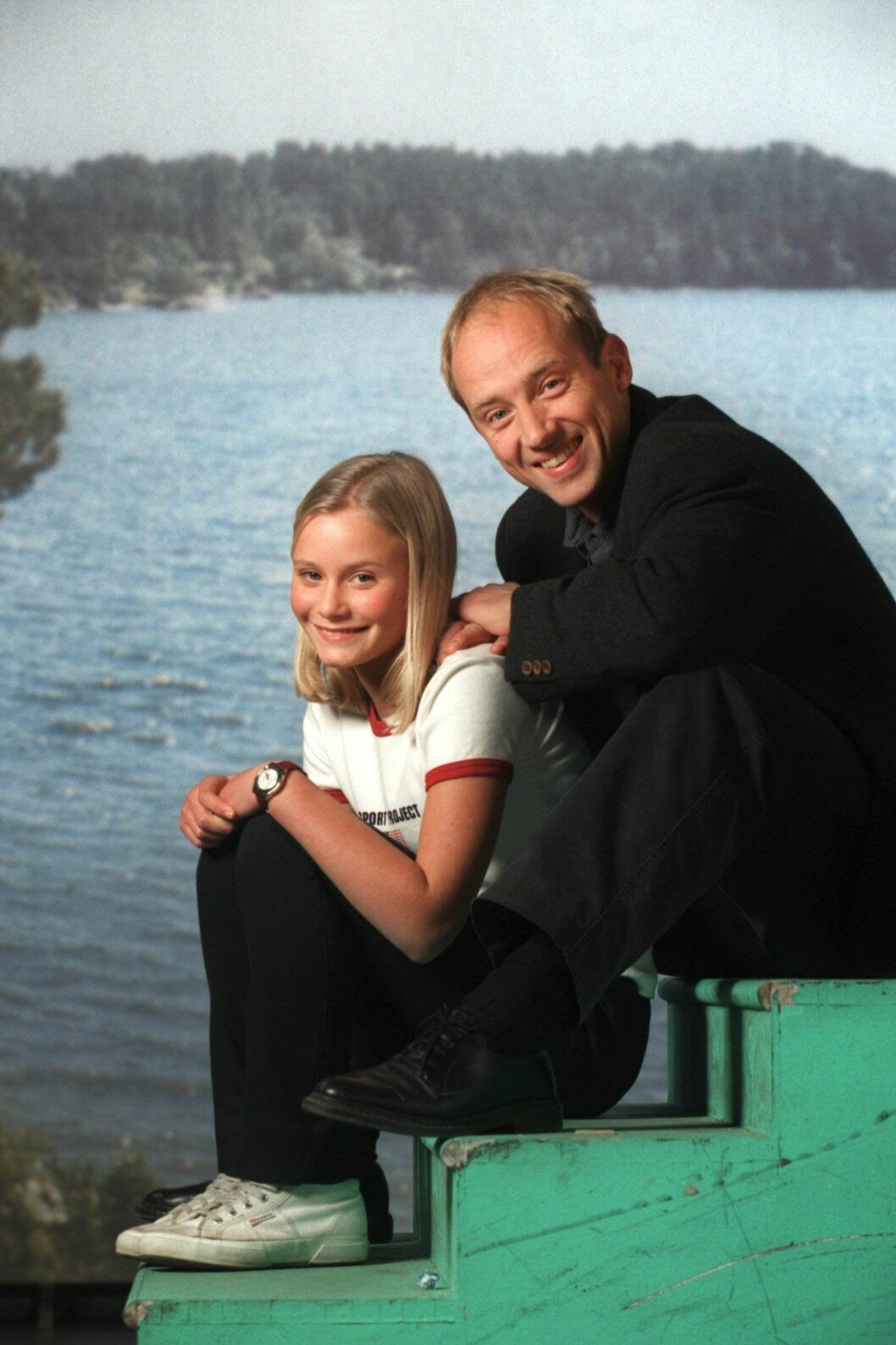 Ebba Hultkvist och Samuel Fröler i Skärgårdsdoktorn.
