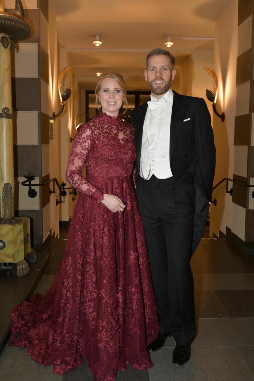 Annie Lööf med maken Carl-Johan inför Nobelprisutdelningen i Konserthuset i Stockholm på måndagen.