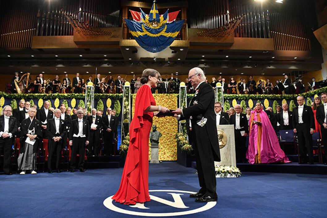 Nobelpristagaren Donna Strickland tar emot Nobelpriset