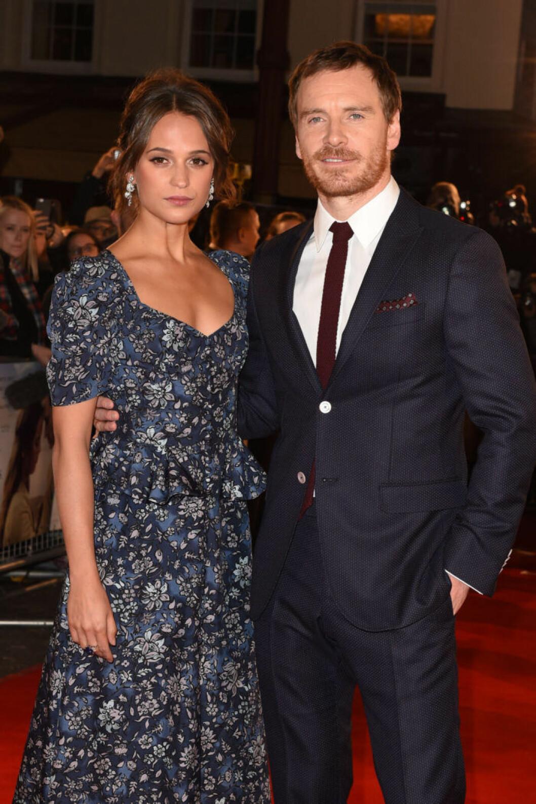Alicia Vikander och Michael Fassbender på röda mattan.