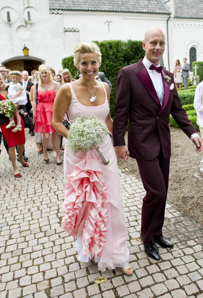 Tina Nordström gifter sig med Martin Holmqvist i Glumslövs kyrka.