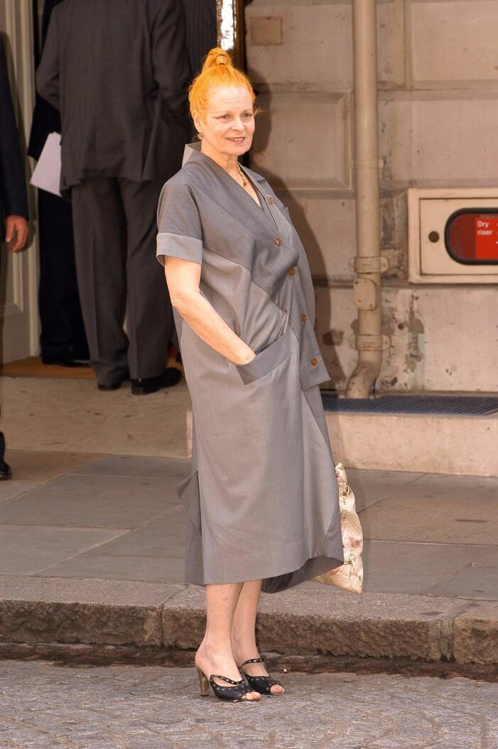 Vivienne Westwood i grå skjortklänning