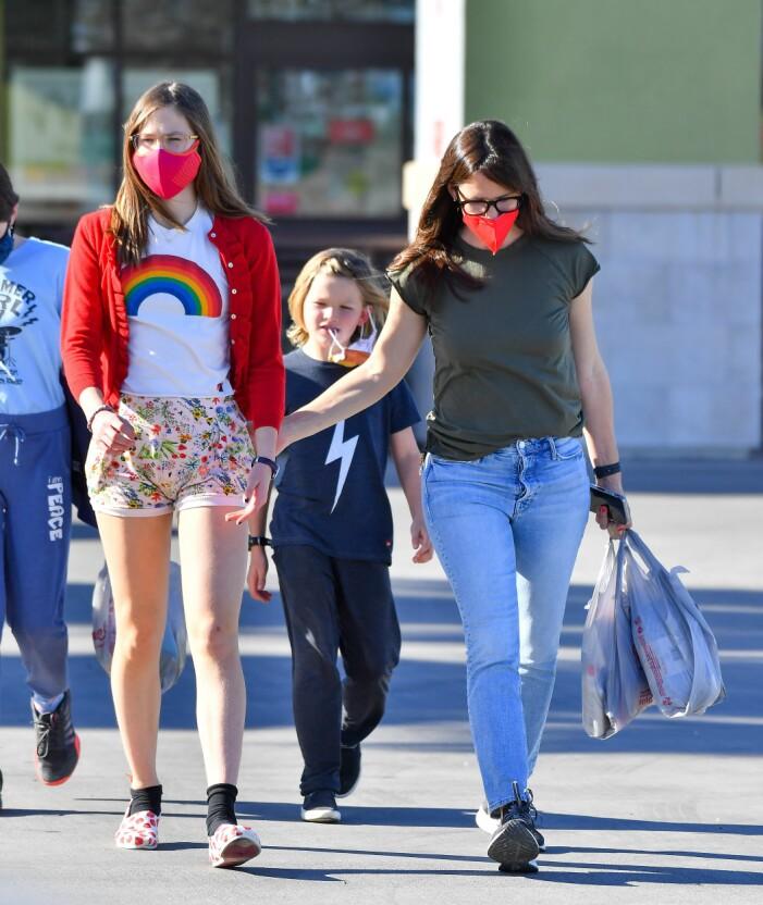 Jennifer Garner med dottern Violet på parkeringen i LA.