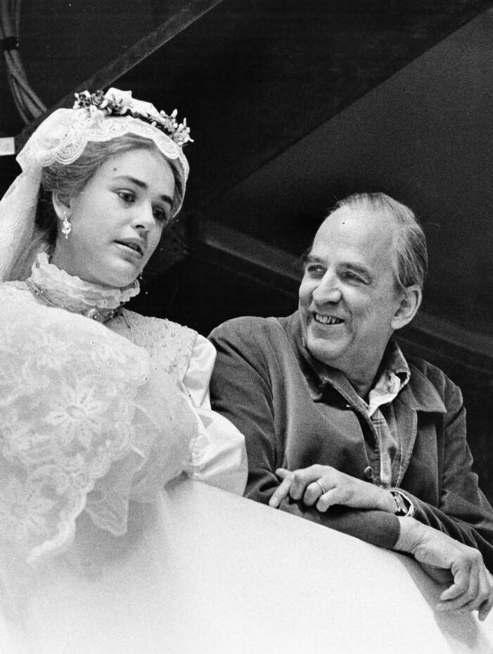Ewa Fröling och Ingmar Bergman under inspelning.