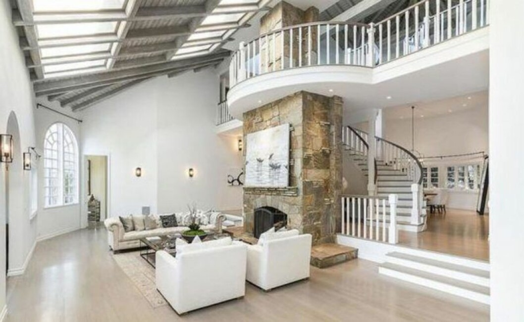 Vardagsrummet i Selena Gomez nyköpta hus