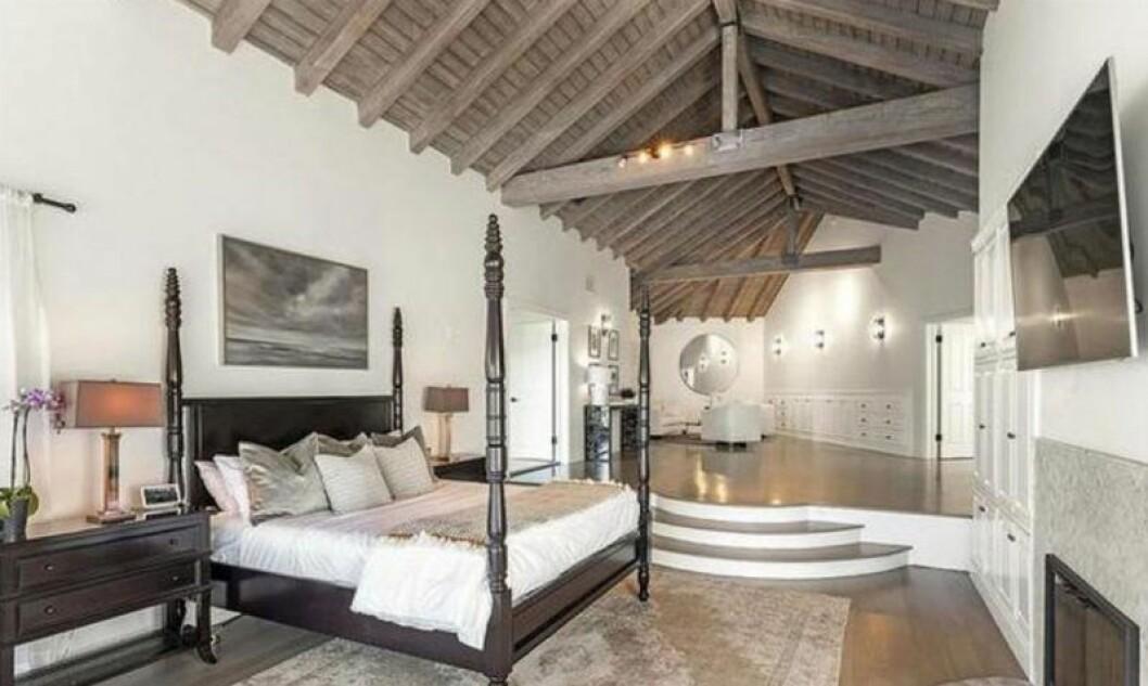 Ett av många sovrum i Selena Gomez nyköpta hus
