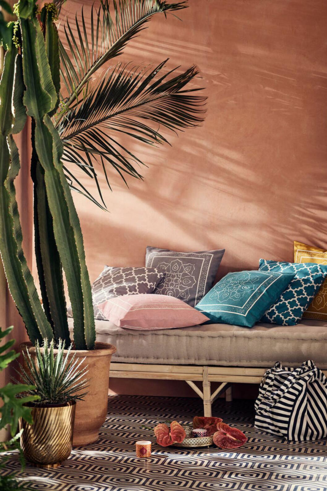 Textilier skapar en lyxig känsla på balkongen