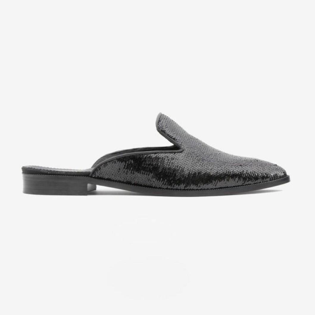 Slip in skor med svarta paljetter