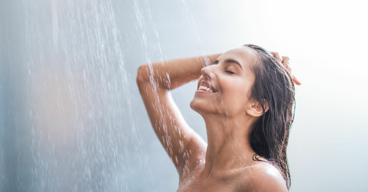 Kvinna i dusch