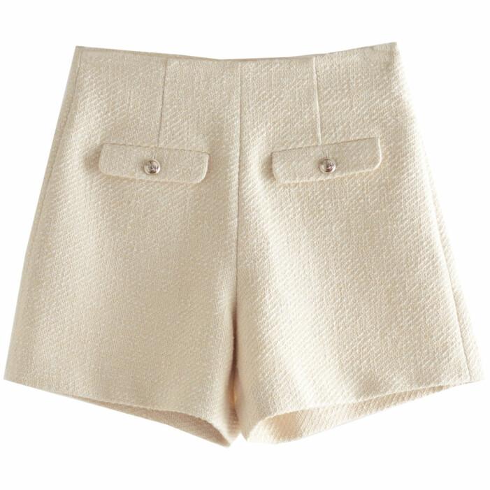 ljusa shorts med textur