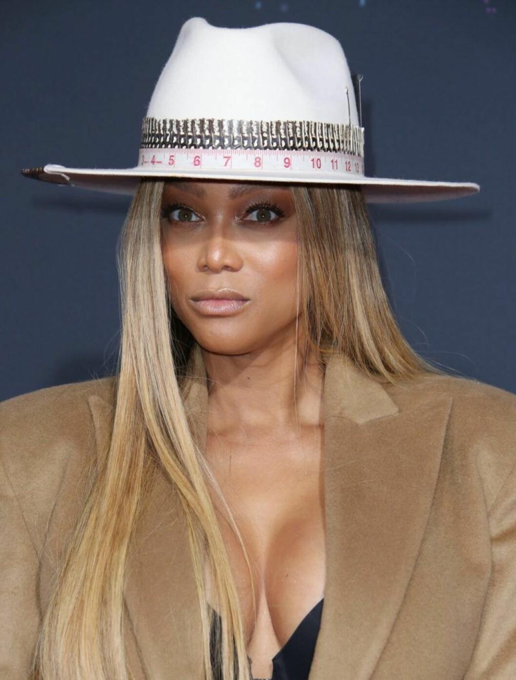 Tyra Banks i hatt