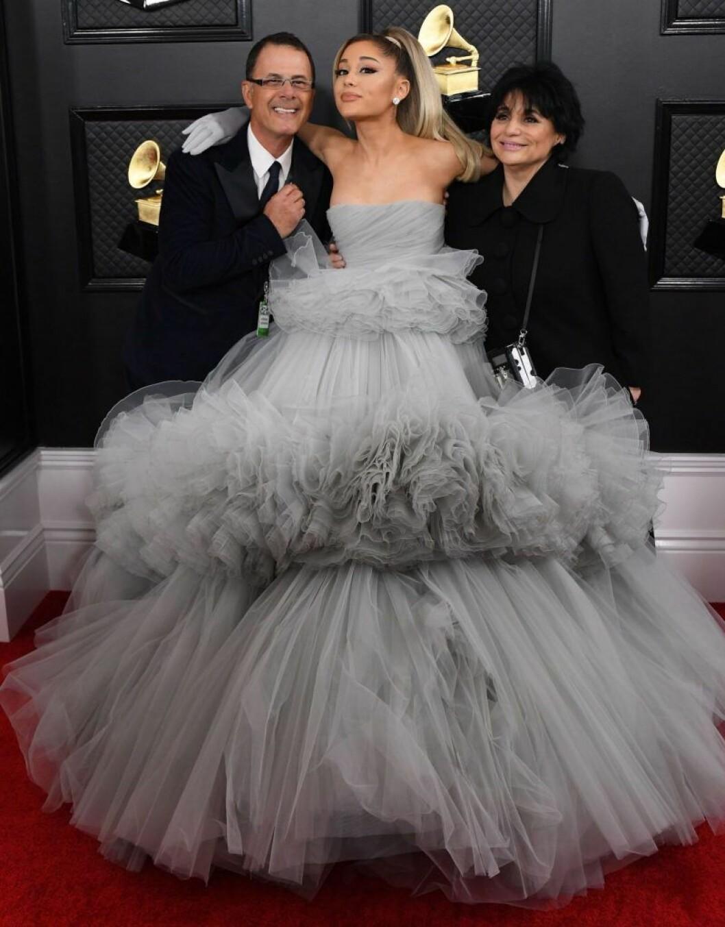 Ariana Grande med pappa Edward Butera och mamma Joan Grande