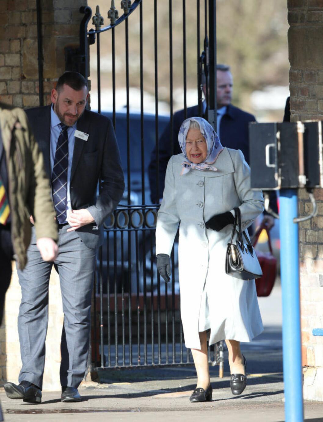 Drottning Elisabeth vid slutet av semestern på Sandringham.