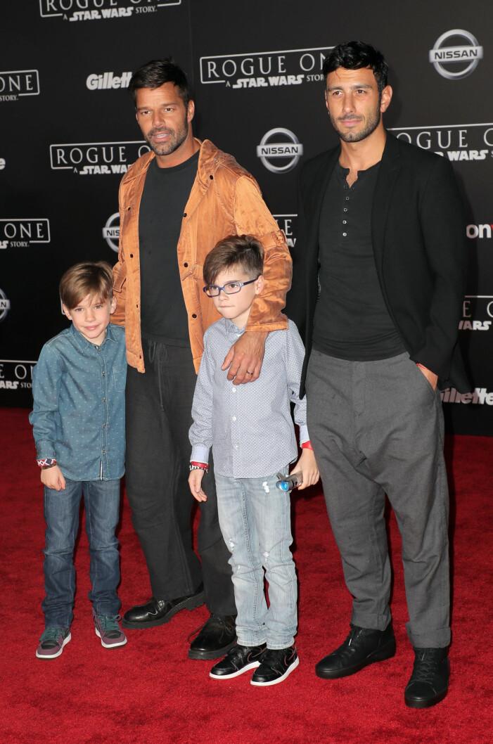 ricky martin med sin barn och pojkvän