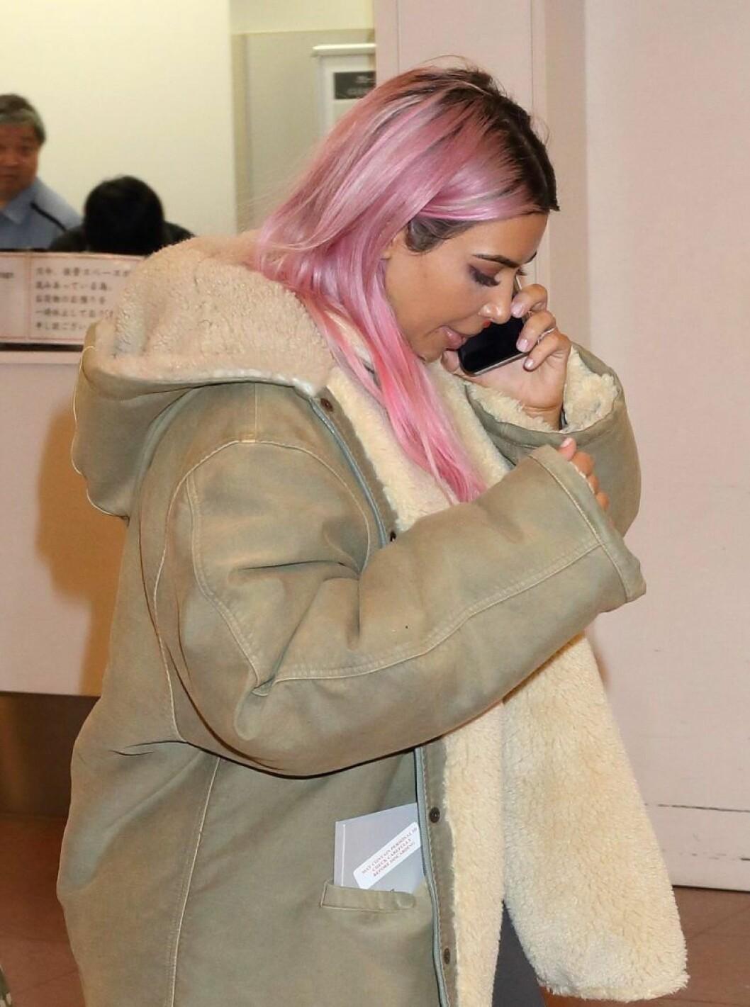 Kim Kardashian i rosa hår