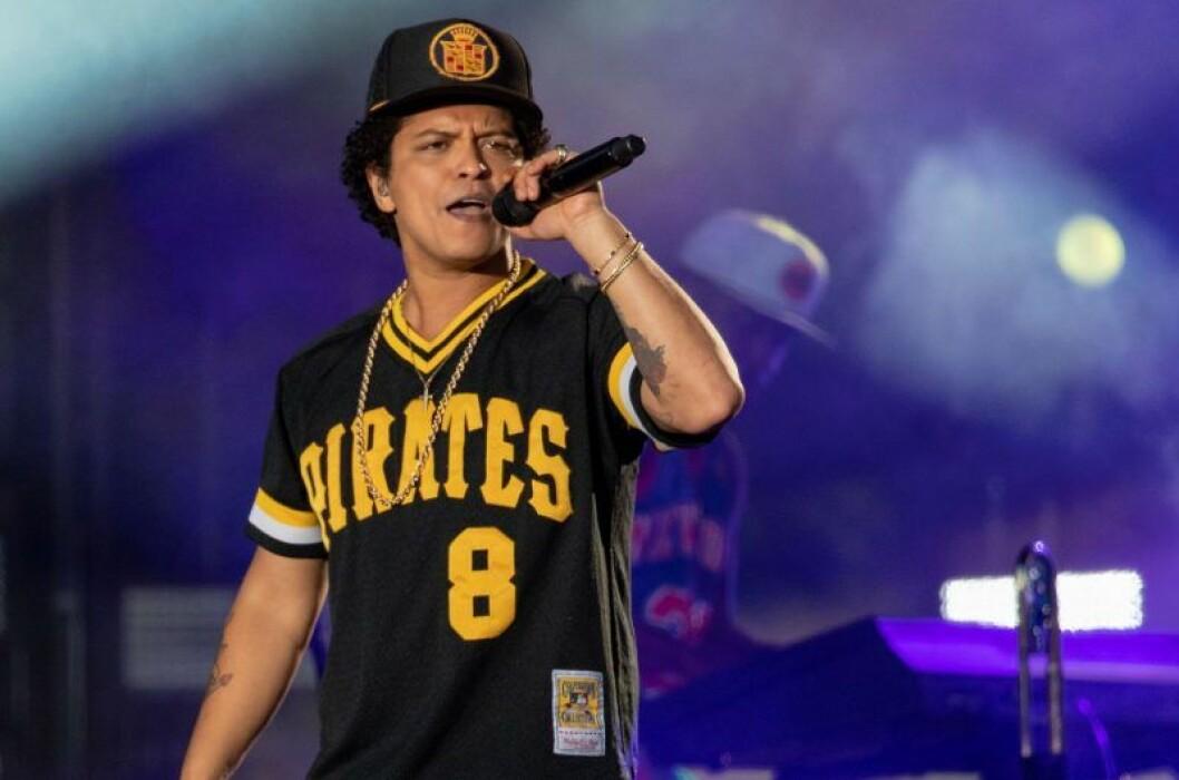 Bruno Mars sjunger