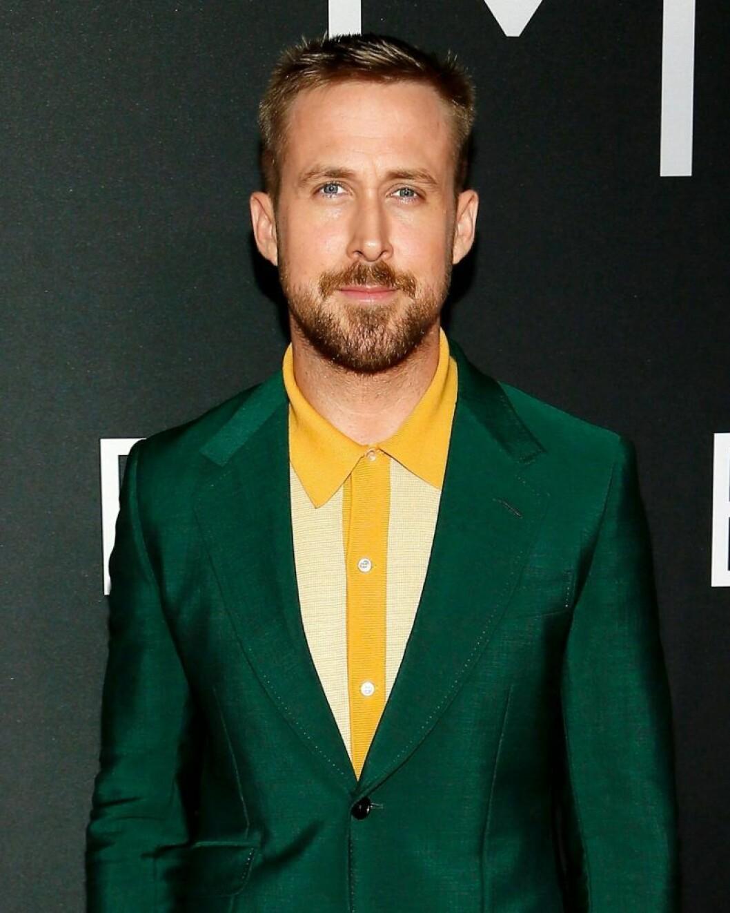 Ryan Gosling i grön kostym