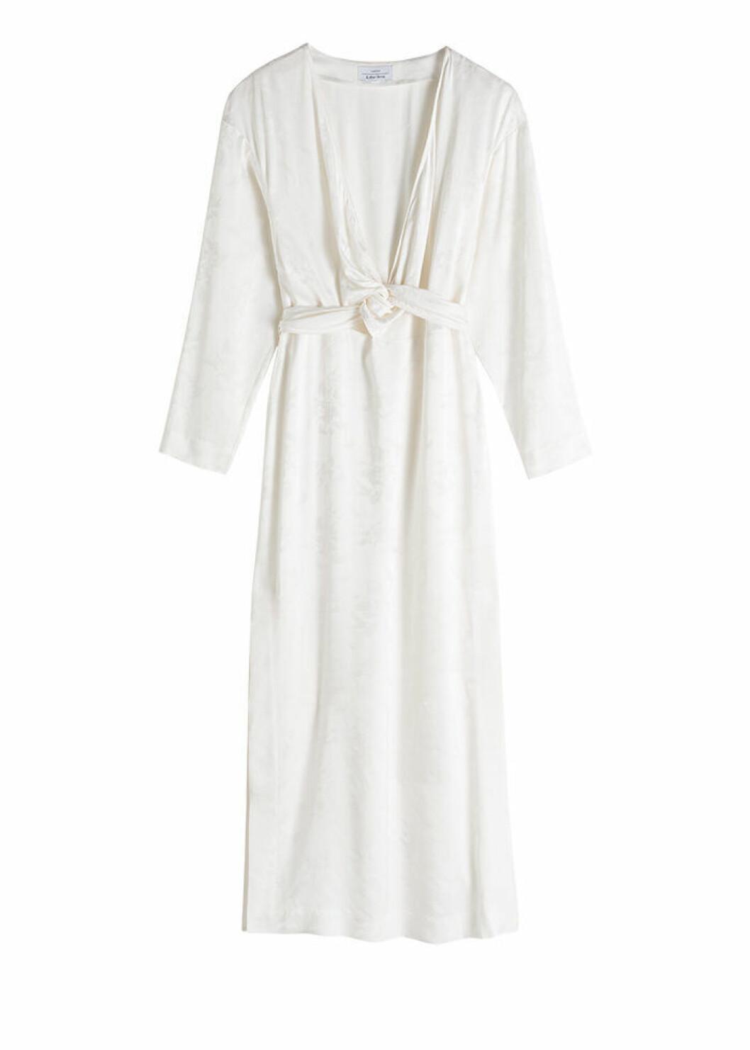 Vit långärmad klänning med slitsar i sidorna
