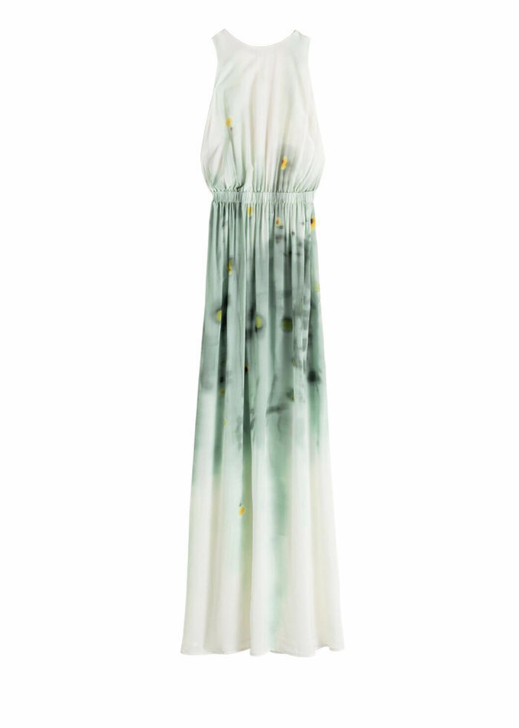 Mönstrad och ärmlös maxiklänning i vitt och grönt
