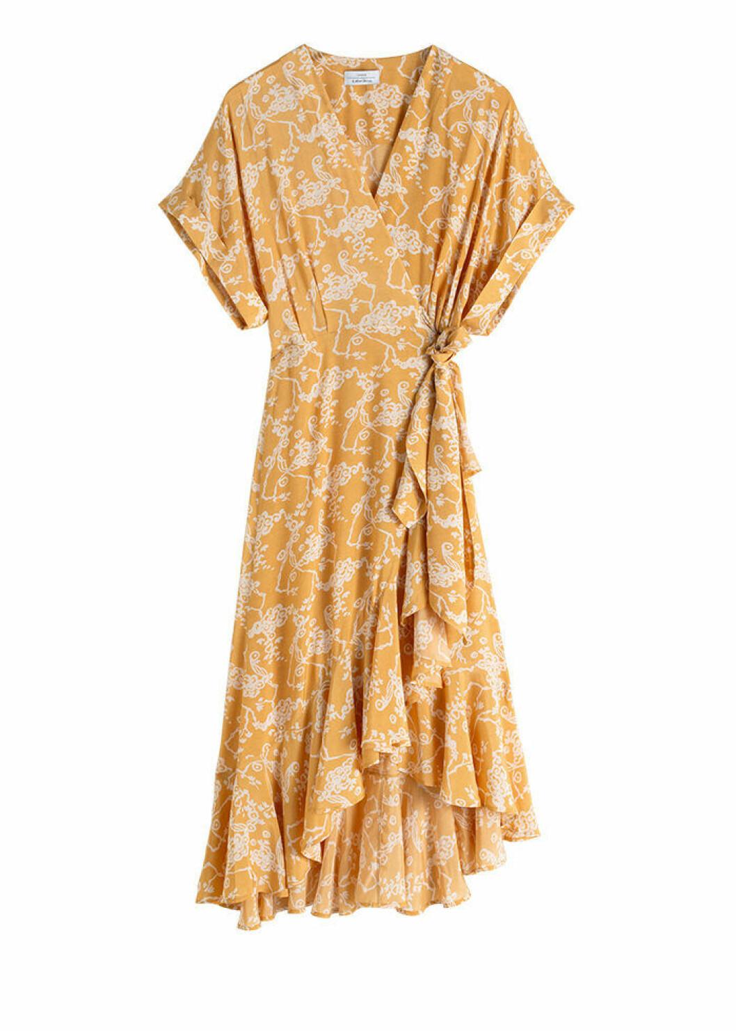 Mönstrad omlottklänning i senapsgult