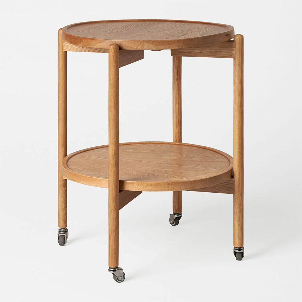 sidbord i ek med hjul från åhléns hösten 2020