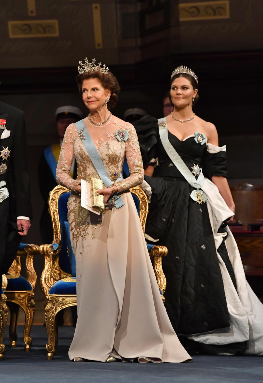 Drottning Silvia och kronprinsessan Victoria på Nobel 2019.