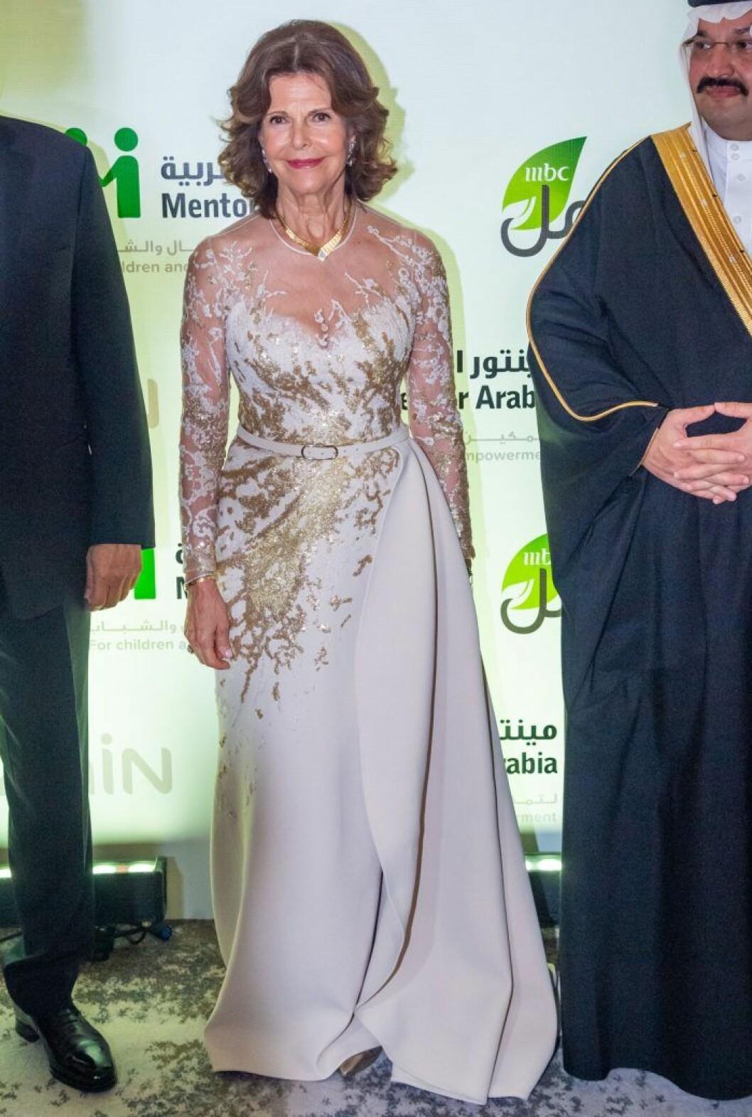 Drottning Silvia i en klänning från Elie Saab.