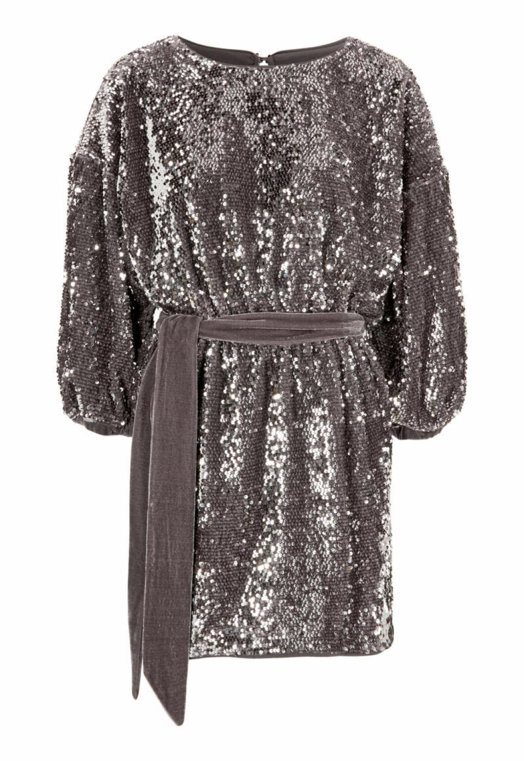 Silvrig paljettbroderad klänning från Bubbleroom