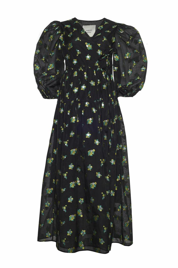 Klänning med puffärmar i svart från sister jane