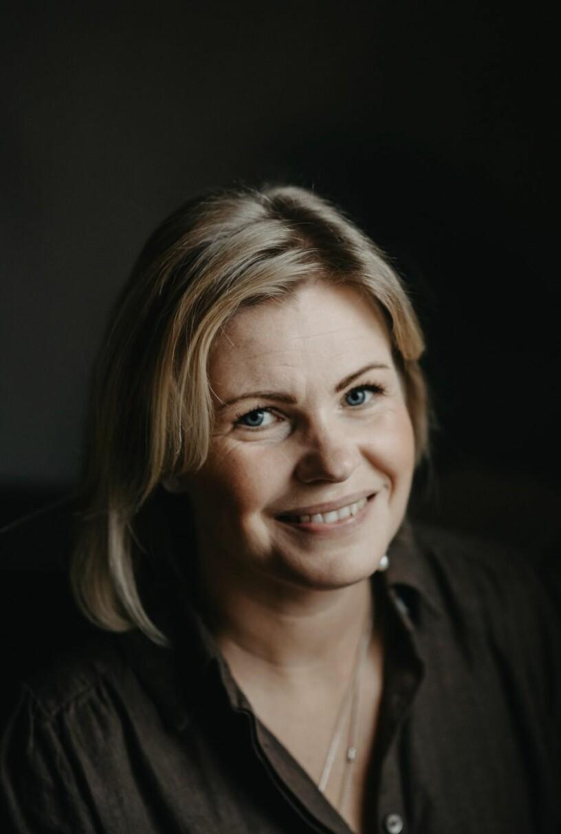 Malin Lindner i Knivsta lämnade jobbet som ekonomichef och blev bröllopsfotograf.