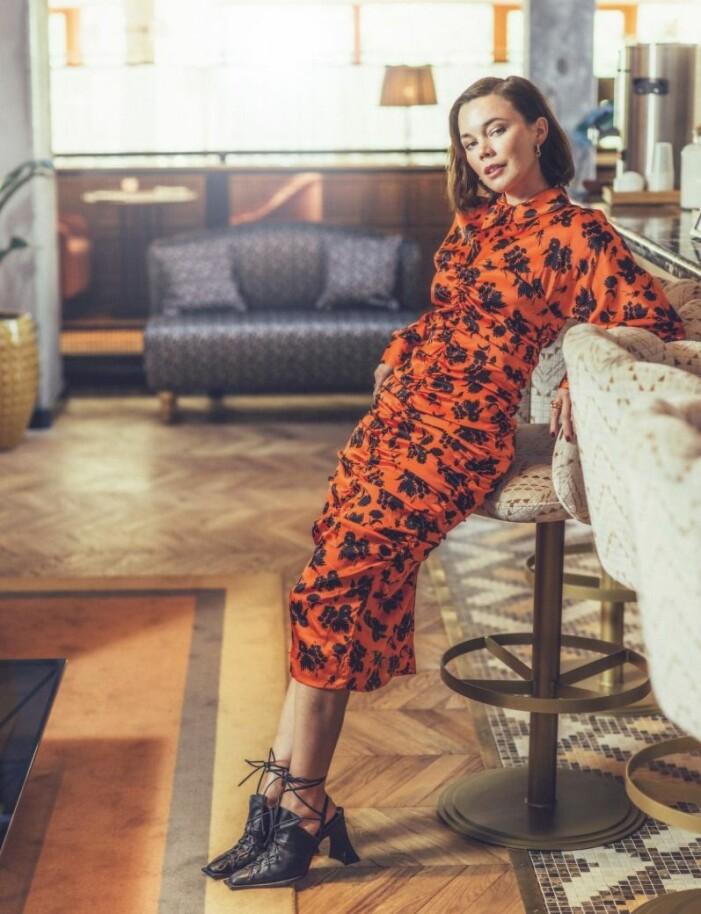 Julen 2020 gör Hedda Stiernstedt premiär som Doris i Jönssonligan