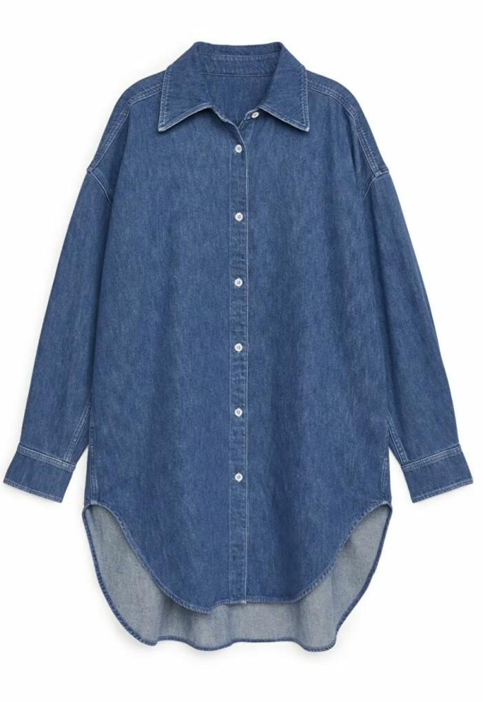 Mörkblå jeansskjorta i oversize från Arket