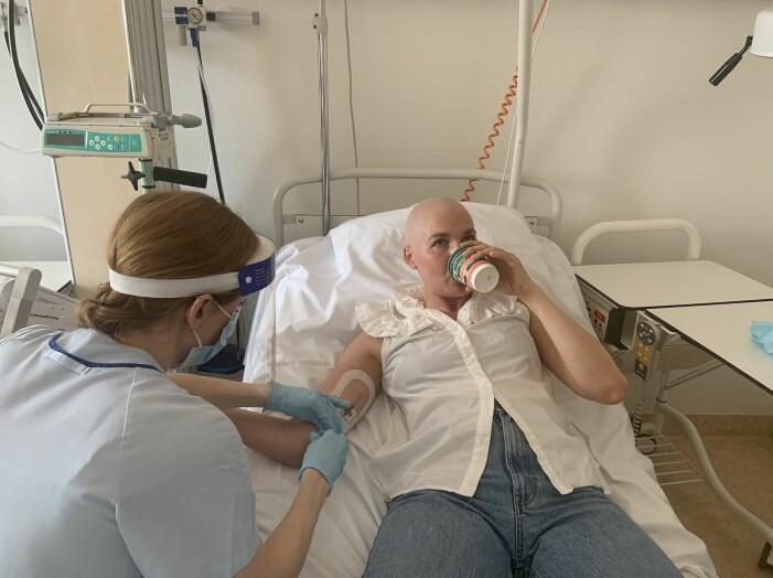Matilda Ambré tar prover under sin cancerbehandling.