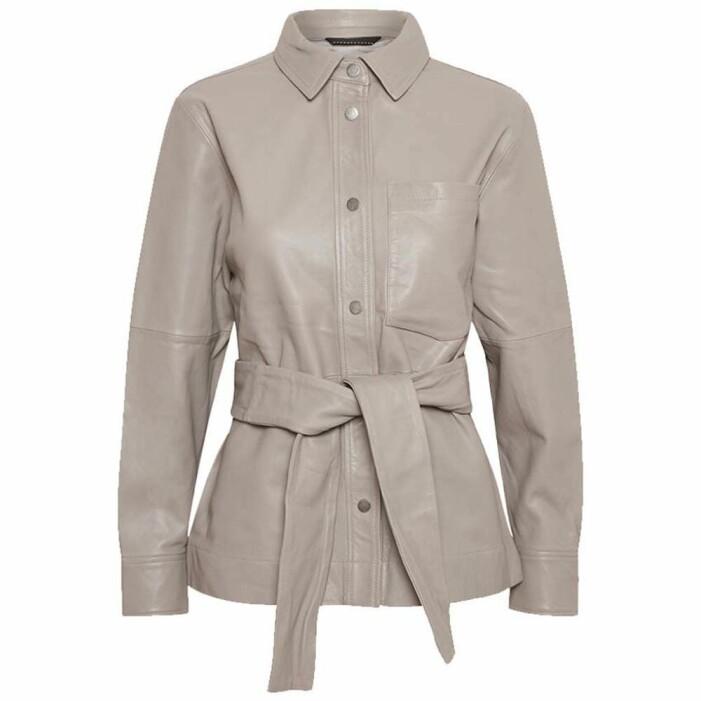beige skjortjacka i läder