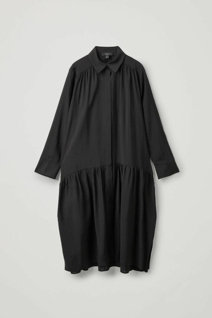 svart klänning från Cos