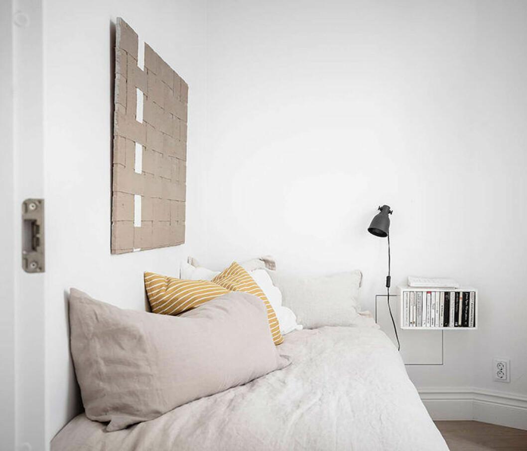 Vägghängt nattduksbord med förvaring