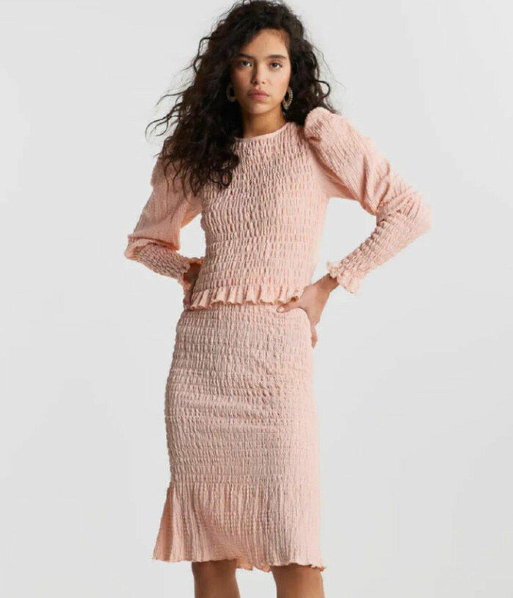 rosa smockat set från gina tricot