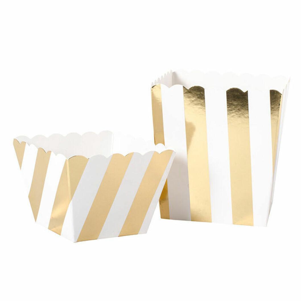 Snacksbägare för popcorn i vitt och guldrandigt från Lagerhaus
